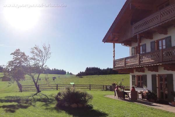 Ferienwohnung Oberbayern Georgenhof Terasse in der Sonne